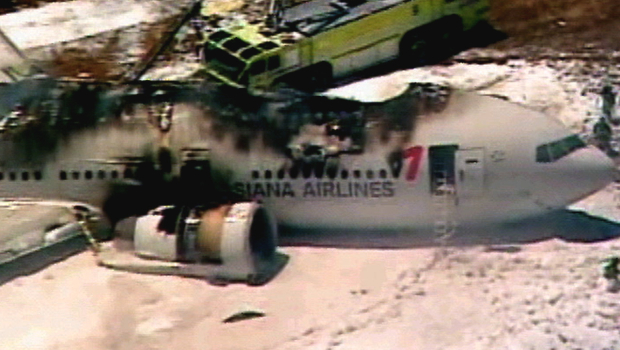 http://averagejoenewsblog.files.wordpress.com/2013/07/boeing-777-asiana-crash.jpg